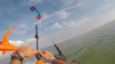 Kiteboarding in Lightwind 390x220 - بهترین گزینه بادهای آرام ؟ کایت با بُرد بزرگتر؟